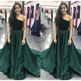prom dresses corsets sleeves NZ - Vintage Green One Shoulder Prom Dress Top Black Velvet Under Satin Puffy A Line Beach Corset Long Elegant Formal Dresses Evening Gown Fitted