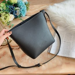 Camel leather tote online shopping - Fashion brand designer handbags luxury handbags high quality shoulder bags Cross Body bags Totes