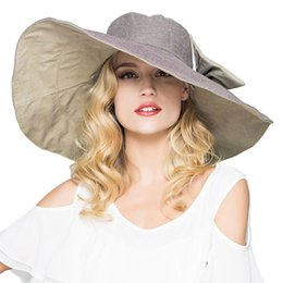 e3d9236de134 Womens UPF 50+ Foldable Floppy Reversible Ultra Large Wide Brim Beach Sun  Hat Contrast Color Bucket Cap With Detachable Bowknot