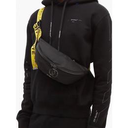 Großhandel Männer weg von der Schulter-Beutel-Gelb-Band-weißer Männer Brusttasche Anti-Diebstahl-Sling-Pack USB Ladebuchse Satchel Leinwand Umhängetasche