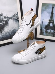 $enCountryForm.capitalKeyWord Australia - Fashion Embroidery High Whtie Women Running Roller Martial Arts Hiking Golf Fitness Cycling Bowling Basketball Sneakers Shoes