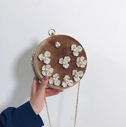 Discount round hand bag factory outlet women handbag sweet air Pearl Flower round hard box bag fashion gold fashion chain bag pearl diamond hand holding Dinner Bag