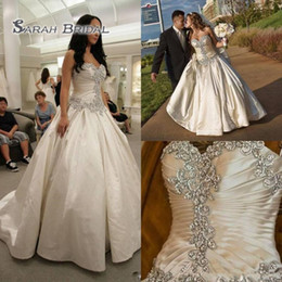 Gold applique weddinG Gown online shopping - Elegant Crystal Wedding Dress Sweetheart Strapless Bridal Gown With Lace Up Ruffles Ivory White Wedding Dresses Vestidos