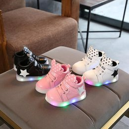 $enCountryForm.capitalKeyWord Australia - NEW Fashion Childrens Luminous Shoe Stars Print Girls Flat Shoes Luminous Non-slip Wear-resistant Childrens Shoes Best quality A008