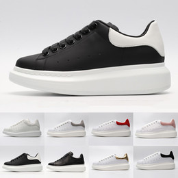 Simple body online shopping - 2019 well Queen simple trademark MC Athletic luxury comfortable Sneakers Low Cut Leather Flat Unisex shose Multiple colors