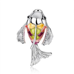 fish brooches NZ - Cute Exquisite Fish Accessory Rhinestone Colorful Lapel Pin Metal Crown Brooch Pin Fashion Jewelry Women Gift