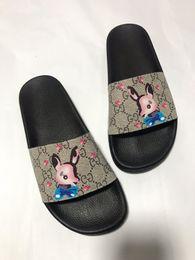 2019 Uomini Donne Sandali scarpe di lusso scorrere estate migliore di modo ampio appartamento Slippery Sandals Slipper flip flop dimensioni 35-46 hx190522 in Offerta
