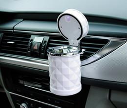 Großhandel Auto Zubehör tragbare LED-Licht Auto Aschenbecher Universal Zigarettenzylinder Halter Auto Styling Mini Car Interior Supplies