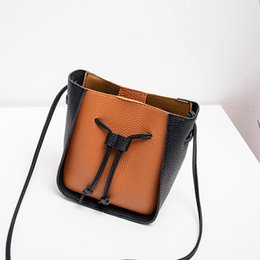 $enCountryForm.capitalKeyWord UK - New Korean version of personality collision color bucket, shoulder bag, mobile phone Mini-Bag