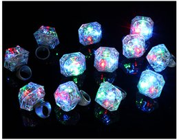 wedding favors light up 2020 - Flashing LED Light Up Ring Glow In The Dark Flash Blinking Huge Diamond Shape Rings Hen Birthday Xmas Wedding Party Favo