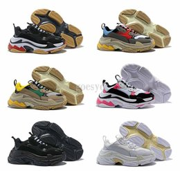 Chinese  2019 Run Shoes Paris 17W Triple-S Sneaker Triple S Casual Luxury Dad Shoes for Men's Women White Black Sports Tennis Running designer shoes manufacturers