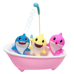 $enCountryForm.capitalKeyWord Australia - Baby Shark Bath Toy Can Spray Water Designer Cartoon Summer Outdoor Swimming Beach Pool Play Birthday Gift Toy HHA343