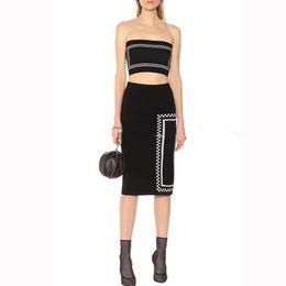 Venta al por mayor de Trajes de vestir para mujer Sexy Tube Top String + Sobre la rodilla Falda larga 2019 Summer New Letter Knit Traje de falda de dos piezas