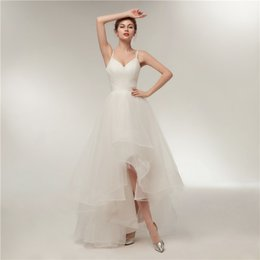 Простые слинговые свадебные платья Однотонная плиссированная тонкая сетка Нерегулярная многослойная юбка Короткое платье невесты Новый регулируемый размер на Распродаже