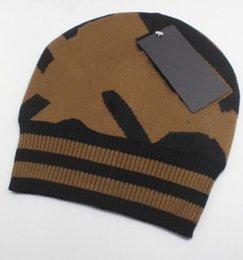 uomini di marca Beanie di inverno Moda Berretto Uomo Casual donne maglia hip hop Gorros pom-pom cranio cappelli outdoor in Offerta