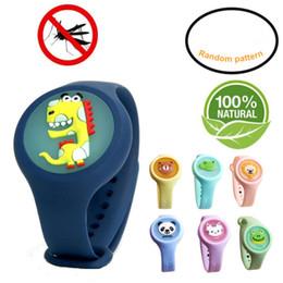 Ingrosso LED luminoso Cartoon Kid braccialetto repellente della zanzara naturale dell'olio essenziale della mano del silicone Fibbia Wristband Anti-zanzara scatola al minuto Guarda
