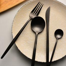 Venta al por mayor de Mate Negro conjunto de platería - RESISTENTE 4 piezas de cubiertos de acero inoxidable Utensilios Vajilla Cubiertos Cuchillo de filete Tenedor y cuchara