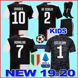 MEN + Crianças juventus  RONALDO Camisa de Futebol Juventus DYBALA Camisa de Futebol MANDZUKIC Kean Emre Can 2019 2020 Juv Goleiro Camiseta BERNARDESCHI Maillot venda por atacado