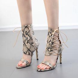478ff4485 2018 Nova Moda Verão Pele De Cobra Cruz Amarrado Lace-up Sandálias Das  Mulheres de Salto Alto Senhora Bombas Sandálias Sapatos Mulheres Sapatos  Pretos ...