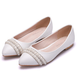 $enCountryForm.capitalKeyWord Australia - Crystal Queen Women Bridal Shoes handmade Lady pearl white wedding shoes flats sexy comfortable White Pearl Dress Shoes