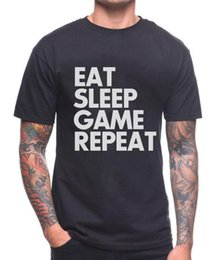 EAT SLEEP GAME REPEAT T SHIRT GAMER PS4 XBOX PUBG PC COMPLEANNO REGALO PRESENTE in Offerta