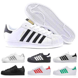 cheap mens designers shoes UK - Cheap Designer Shoes Boys Girls Best Wear Shoes Superstars mens womens leather flats triple white black red Super Star 80s Casual shoes