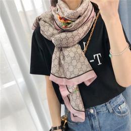 Venta al por mayor de Diseñador 2020New seda de la manera caliente de la bufanda mujeres de la venta de lujo Tamaño cuatro estaciones mantón bufanda de marca bufandas sobre 180x70cm 6 colores con la caja Opt