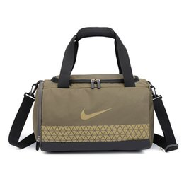 mens sports gym bag Australia - New Trend Luxury Shoulder Bag Unisex Brand Cross Body Womens Handbag Mens Waterproof Traveling Gym Bag Sport Style Outdoor NEW B104404Z