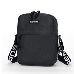 Venta al por mayor de supreme  messenger bag backpack handbags luxury designer channel bag purses gucci women fannypack wallet card holder off white mujeres crossbody venta caliente envío gratis