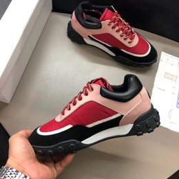 Quality Lace Luxury Australia - Personality Fashion Luxury Brands Designer Sneakers Lace-up Running Shoes With Top Quality Genuine Leather Bee Embroidered fb189602