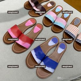 navy blue white heeled sandals Australia - Designer Women Flipflop Wholesale Summer Spring Sandals Red Blue Navy Pink 5 Color Shoes with Box Outdoor Slippers Red and White Stripe Shoe
