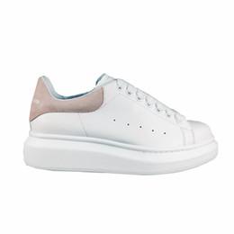 Fashionable Flat Shoes Laces UK - Luxurious Design Men's Leisure Shoes Fashionable Flat Low Shoes Velvet Joyce Gullen Colourful White Style