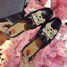 $enCountryForm.capitalKeyWord Australia - 2019 Luxury Designer Women Shoes Embroidered Shoes Flat Bottom Student Newest Cauual Style Sandals Girl Slipper Classic Chain Animal Pics