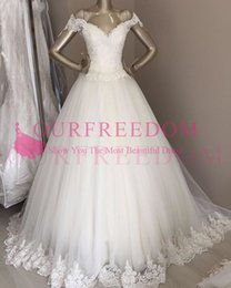 Discount beach wedding dresses 2019 Simple Style Off The Shoulder A Line Wedding Dresses Lace Appliques Edge Tulle Garden Beach Wedding Dresses Bridal Gown Custom Made
