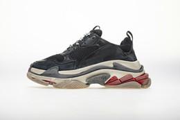 15b452744e 2018 Diseñadores de lujo Calzado casual deportivo Triple S Diseñador Low  Old Dad Zapatilla de deporte Suelas combinadas Botas para hombre para mujer  Zapatos ...