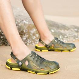$enCountryForm.capitalKeyWord NZ - new top quality Designer Sandals Summer Stripped Slippers Men Flip Flops Summer Beach Rubber Shoes Male Flats Sandals Black Blue Army Green