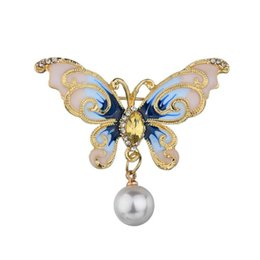 pearl oil Australia - New Alloy Butterfly Peacock Brooches Men And Womens Metal Rhinestone Insects Banquet Drop oil pearl Wedding Brooch Gifts