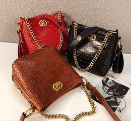 $enCountryForm.capitalKeyWord Australia - 2019 Women Crocodile Pattern Handbags Famous Brands Female Shoulder Tote Vintage Ladies Chain Crossbody Bags Designer Luxury Messenger Bag