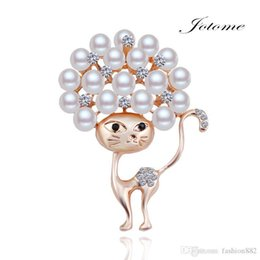 wholesale pearl diamond brooch Canada - 100PCS Lot 2017 China Wholesale Newest design Fashion Gold Crystal Rhinestone Diamond Pearl Cat Animal Coat Brooch pin