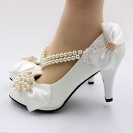 $enCountryForm.capitalKeyWord Australia - White bow butterfly-knot wedding pumps shoes woman heel 8CM string beads beading elastic band crystal pearls bridal shoe