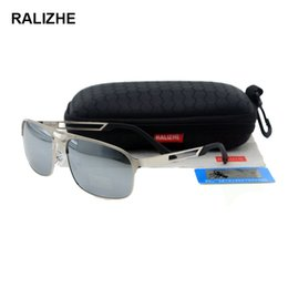 62de024b96 RALIZHE Marca Hombres de alta calidad con aleación polarizada Gafas de sol  retro Vintage HD TAC Lens UV400 Silver Mirror Light Blue Designer Gafas de  sol