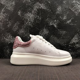 Dark Cycles NZ - Fashion Brand Shoes Designer White Black Leather Cycling Shoes Girl Women Men Pink Gold Red Comfortable Woman Mens Flat Sneakers