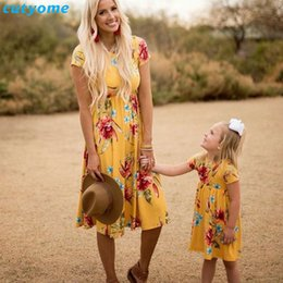 $enCountryForm.capitalKeyWord NZ - Mother Daughter Bohemian Maxi Dress Family Look Matching Outfits 2018 Short Sleeve Mommy And Me Floral Swimwear Dresses Clothes Y190523