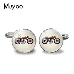 China 2019 New Motorcycle Cufflinks Riding Motorbike Silhouette Cuff Handmade Silver Round Glass Photo Jewelry Men Shirt Cufflinks suppliers