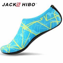 Venta al por mayor de JACKSHIBO Zapatos de agua de verano para mujeres, zapatos de playa de gran tamaño, más tamaño, mujer, rayas, coloridos zapatos de baño en el mar, zapatos de mujer