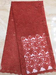 Ingrosso Merletto svizzero del voile in Svizzera Merletto di cotone nuziale africano nigeriano rosso di alta qualità Tessuto di pizzo di cotone indiano di 5 metri