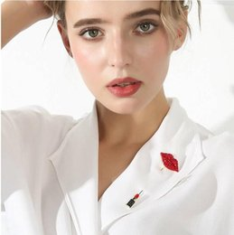 lips brooches Canada - New designer female rhinestone lips brooch high quality brand brooch jewelry gift love high quality