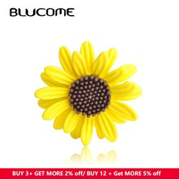 Christmas Clothes Scarf Australia - clothes tag Blucome Enamel Yellow Sun Flower Brooches Corsage Daisy Clothes Accessories For Women Scarf Buckle Sweater Sunflower Brooch Pin