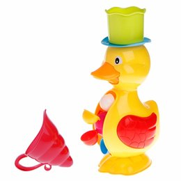 China Cute Duck Bath Shower Wheel Toy Baby Children Water Spraying Tool Bathroom Gift Q190531 cheap baby shower ducks suppliers