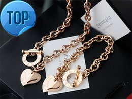 $enCountryForm.capitalKeyWord NZ - High Quality Celebrity design Letter 925 Silver bracelet necklace Silverware Fashion Metal Heart-shaped Gold Jewelery Set 2pc With Box